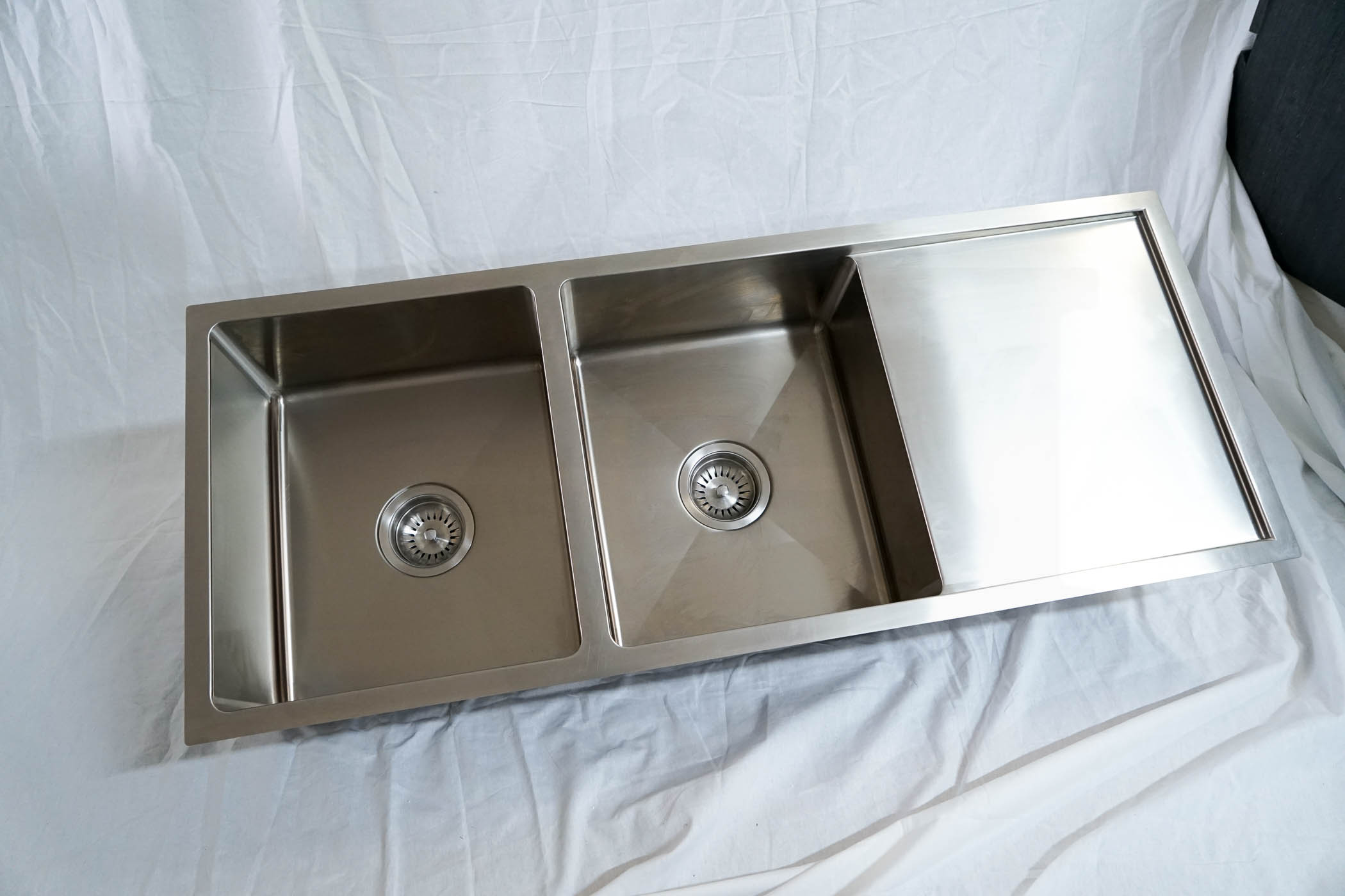 1110mm Double Bowl Handmade Stainless Steel Sink with Side Drainer ...