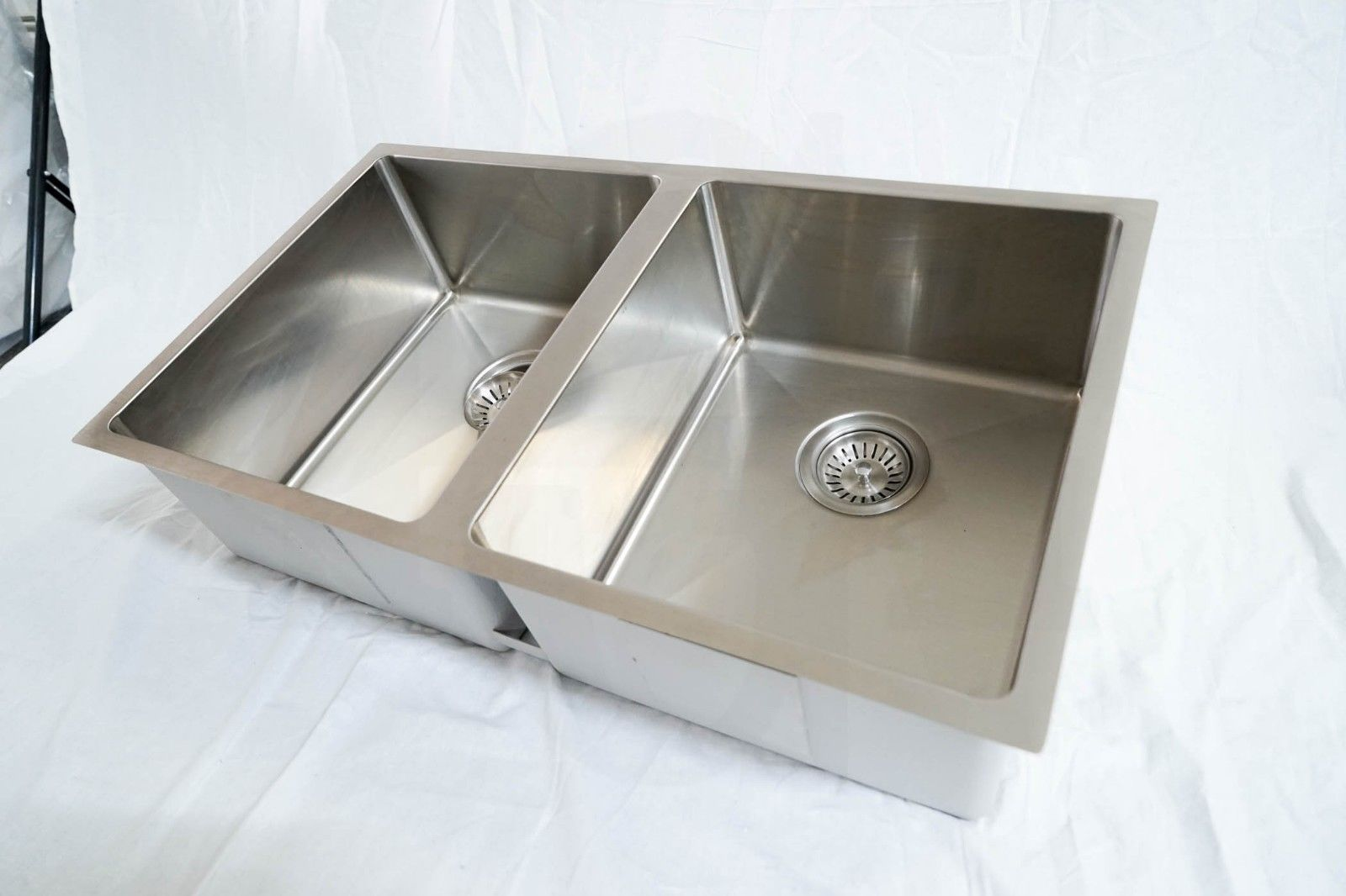 760mm Double Bowl Handmade Stainless Steel Sink With Round